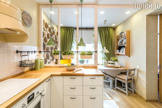 Идеи для дизайна: кухня с видом на летнюю веранду