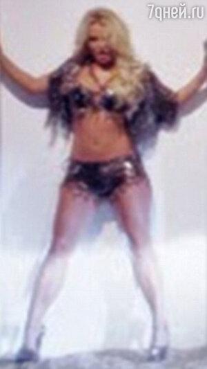 Бритни Спирс в клипе «Work B**ch» без коррекции