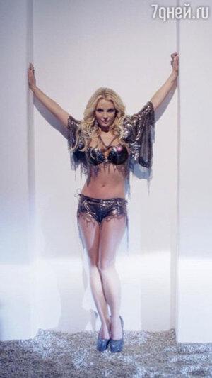 Бритни Спирс в клипе «Work B**ch» после коррекции