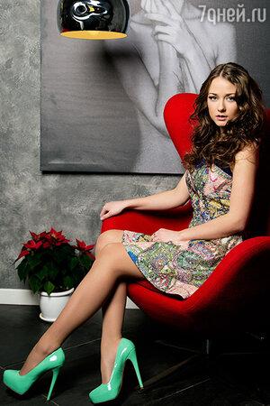 Ингрид Олеринская в платье от Wow Couture, в туфлях от Steve Medden