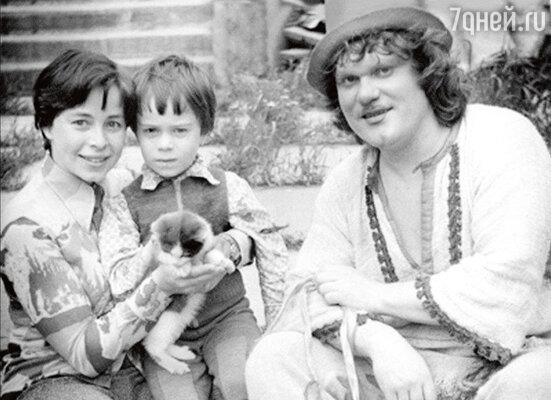 «От страшной аллергии на кошек мы лечили Димку семь лет. Онприходил в цирк, наблюдал издалека запредставлением и плакал»