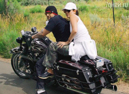 Сандра и Джесси обожают «романтические путешествия» куда-нибудь в глушь на мотоциклах