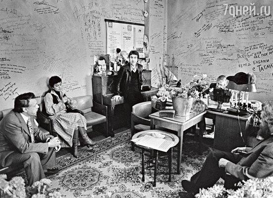 «Таганка» 70-х годов. Слева направо: Николай Дупак, Каталин Любимова-Кунц, Владимир Высоцкий, Юрий Любимов иБорис Можаев