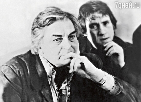 «Пожалуй, единственным человеком, которого Любимов раз за разом терпеливо прощал, был Высоцкий. Только в том ли секрет, чтонаВысоцкого ходила публика, или в чем-то другом — не знаю...». Высоцкий и Любимов. 1978 г.