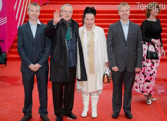 Владимир Жириновский с семьей
