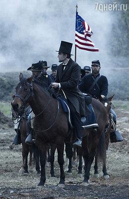 Президент-человек, Линкольн-политик, отец – все эти линии были, безусловно прописаны в сценарии, но за их воплощение в фильме отвечал Дэниэл Дэй-Льюис