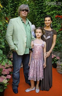 Телеведущие Александр и Екатерина Стриженовы с дочерью Сашей