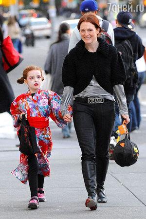 Джулианна Мур с дочкой Лив