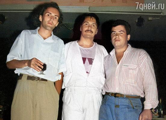 У Коли было очень много знакомых на эстраде, но только Игорь Матвиенко (на фото слева) предложил ему работу после нескольких лет простоя