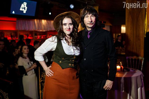 Байгали Серкебаев с участницей