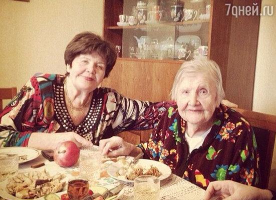 мама Валерии Галина Николаевна и бабушка Валентина Дмитриевна
