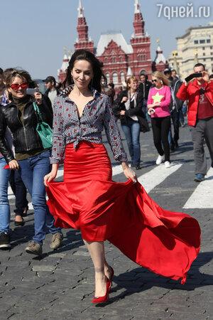 Перед отлетом Наталия Орейро устроила большую фотосессию на Красной площади