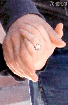 Кольцо — подарок в честь помолвки