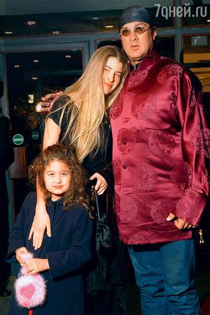 Стивен Сигал и Арисса Вульф с дочерью Саванной