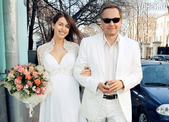 Андрей Соколов и его жена Ольга в день свадьбы. Весна 2010 г.