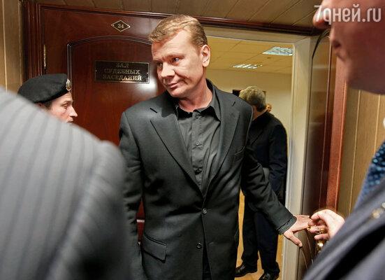 В здании Пресненского суда Москвы, где Галкину предъявили обвинение в хулиганстве и сопротивлении милиции