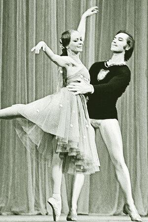 Элеонора Власова и Юрий Григорьев  в балете «Эсмеральда»