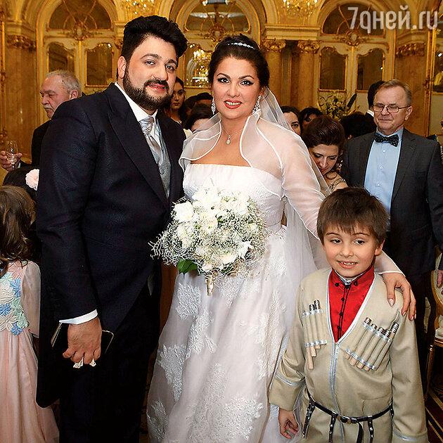 Анна Нетребко и Юсиф Эйвазов с сыном Анны от первого брака Тьяго