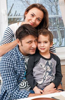 С женой Олей и сыном Сашей. Сегодня ему уже шесть