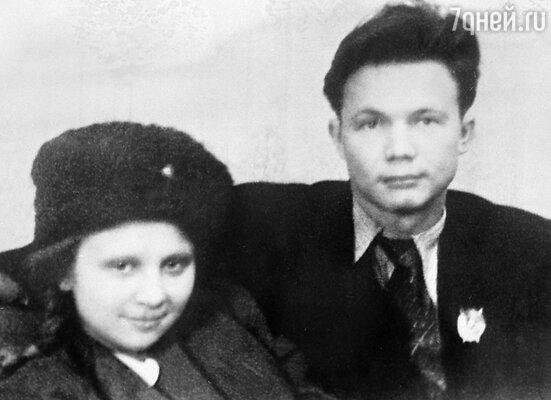 Леонид и Рада Хрущевы — дети Никиты Сергеевича Хрущева. 1942 год