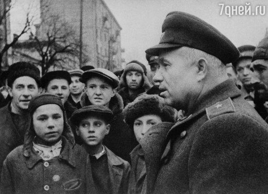 Никита Хрущев прошел всю войну. На фото: в освобожденном Киеве, 1943 г.