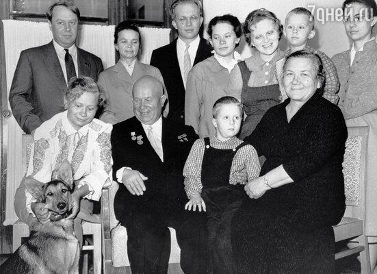 В воскресенье вся большая семья собиралась на даче