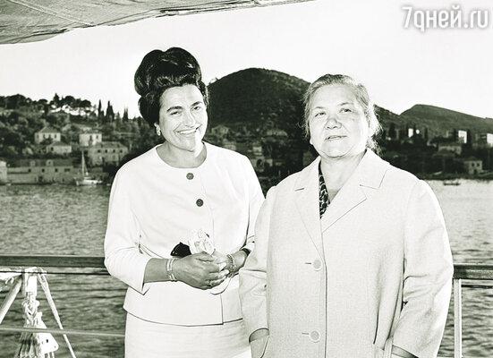 Никиту Сергеевича упрекали в том, что вместе с ним за границу ездит семья. Нина Петровна Хрущева и Йованка, жена Иосипа Броз Тито. Югославия, 1963 г.