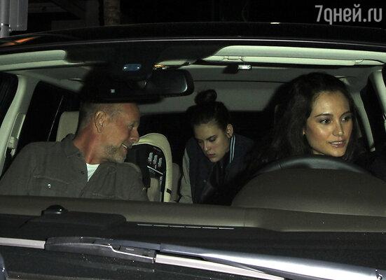 Брюс Уиллис с женой Эммой и дочерью Румер