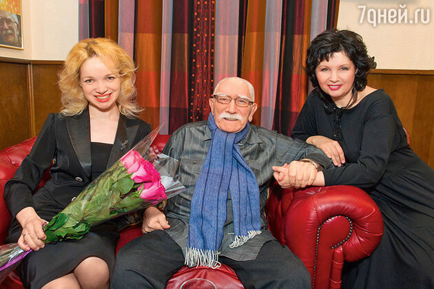 Армен Джигарханян с женой Виталиной Цымбалюк-Романовской и певицей Ириной Шведовой