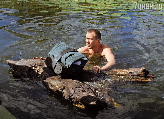 Евгений Миронов провел несколько часов в холодной воде на съемках сериала «Апостол»