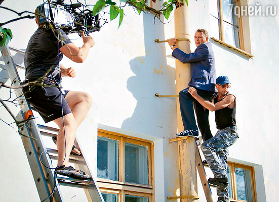 Марат Башаров взял несколько уроков скалолазания и настоял на том, чтобы в сериале «Доброе имя» самому взобраться по стене дома