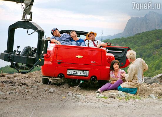 Настя Задорожная: «Большая часть машины качалась над обрывом, асзади ее держал кран. Если бы тросы порвались, мы все упали бы в пропасть»
