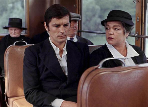 Критики говорили, что Синьоре особенно удаются глубокие, драматические роли... На фото: с Аленом Делоном в фильме «Вдова Кудер»