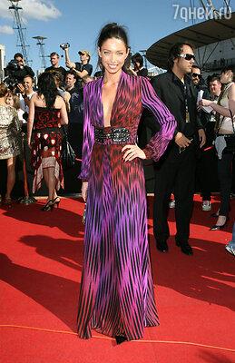 С Эрикой Бакстер, роскошной зеленоглазой австралийской топ-моделью, Расселу было нестерпимо скучно. Кроме потрясающего тела Эрика не обладала никакими достоинствами
