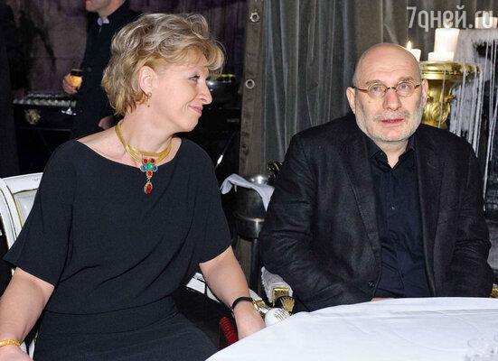 Писатель Борис Акунин с женой