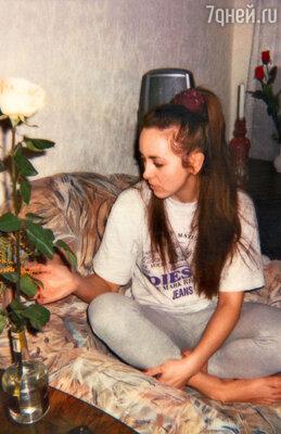 «В день рождения Коля принес мне нашу первую розу. Алую, роскошную! Потом при каждой встрече он всегда дарил по одной такой, только нежных кремовых цветов...» Москва, 1999 г.