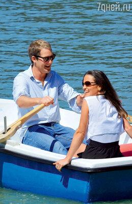 Поссорившись с Алексом Лаудоном, Пиппа улетела на отдых в Испанию сграфом Джорджем Перси, сыном герцога Нортумберлендского