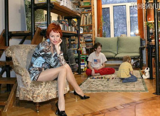В однокомнатной квартире Фрэза Жанна с детьми живут до сих пор