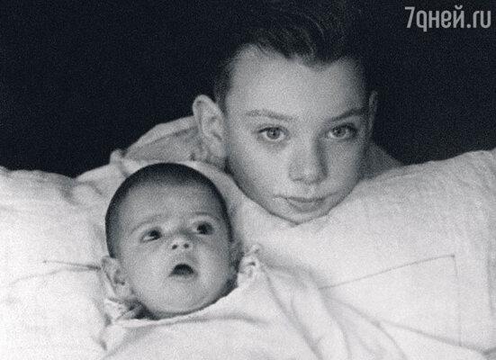 Баталов с младшим братом Михаилом. 1938 г.