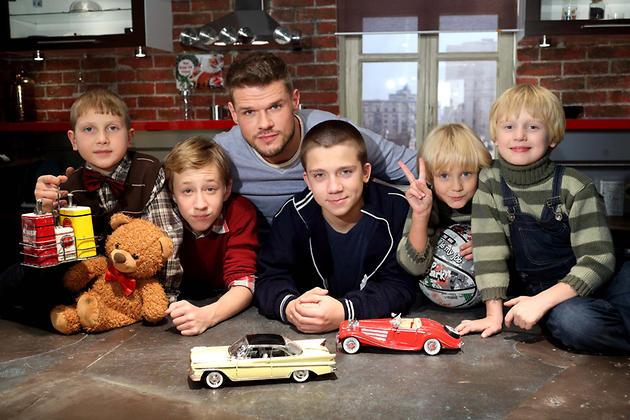 Владимир Яглыч с актерами сериала «Семейный бизнес»