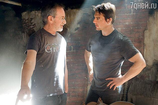 Стивен Спилберг с Томом Крузом на съемках фильма «Война миров». 2005 г.