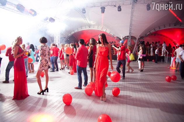 """Закрытие """"Недели высокого юмора"""" в Сочи и красная вечеринка"""