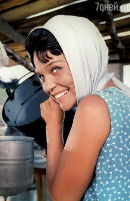 В фильме «Стряпуха» горожанка Светличная убедительно сыграла колхозницу. 1965 г.