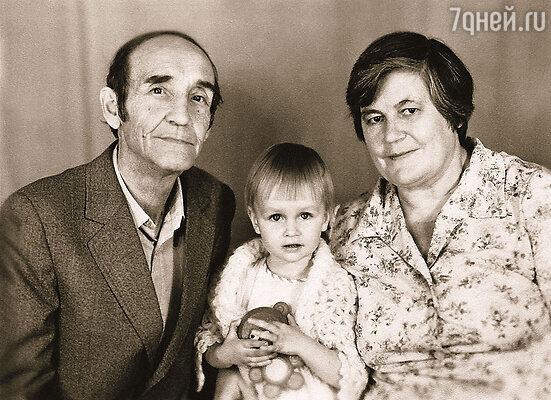 Дочка Оля с моими родителями