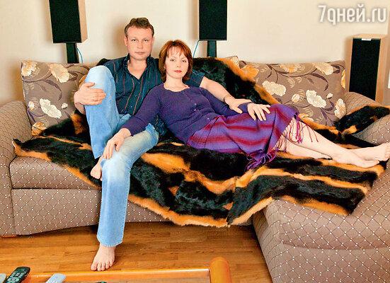 Спустя год после развода Сергей Жигунов сказалбывшей жене: «Вера, у меня без тебя ничего не получается. Если ты меня еще любишь— может, попробуем начать все заново?»