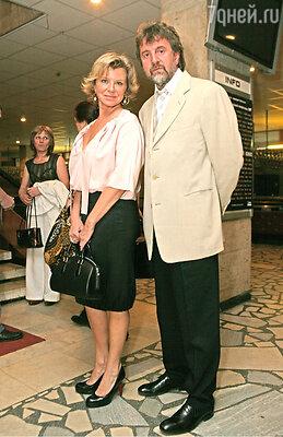 Причиной для развода Леонида Ярмольника с его женой Оксаной стали не ссоры или измены, а бюрократия украинских чиновников