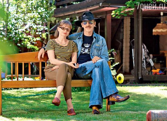 Мало кто знает, но Михаил Боярский, который женат на Ларисе Луппиан больше тридцати лет, дважды разводился с ней