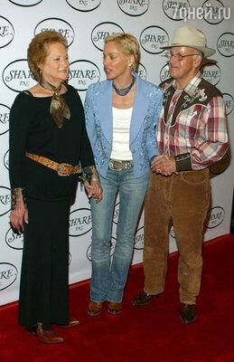 С родителями: мамой Дороти иотцом Джозефом. 2004 г.
