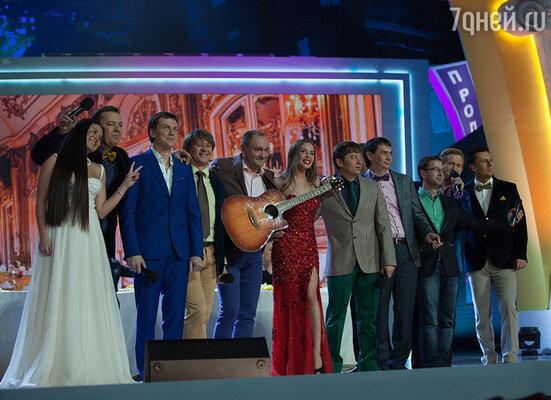 В этом году участники творческого коллектива «Уральские пельмени» отпраздновали свой 20-летний юбилей большим концертом в Кремлевском дворце, премьеру которого можно будет увидеть на канале СТС 29 ноября