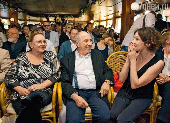 Сергей Юрский с женой Натальей Теняковой и Ксенией Раппопорт